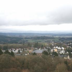 """Blick auf Hillesheim von der """"Schwedenschanze"""" am Rosenberg."""