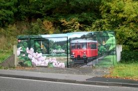 Bei Blumenthal haben die Eisenbahnfreunde ihre Flitsch im Gemälde auf einer Trafostation des Stromversorgers verewigt.