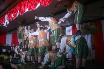 """Dörferkarneval: Eleganz und Leichtigkeit - als selbstironische Parodie. Die """"Highlander vom Weißen Stein"""" aus Udenbreth sind eins der zahlreichen Männerballette in der Eifel."""