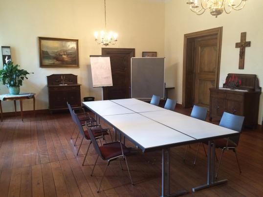 Der Pater-Jordan-Raum in der Prälatur für kleinere Seminargruppen oder Tagungen.