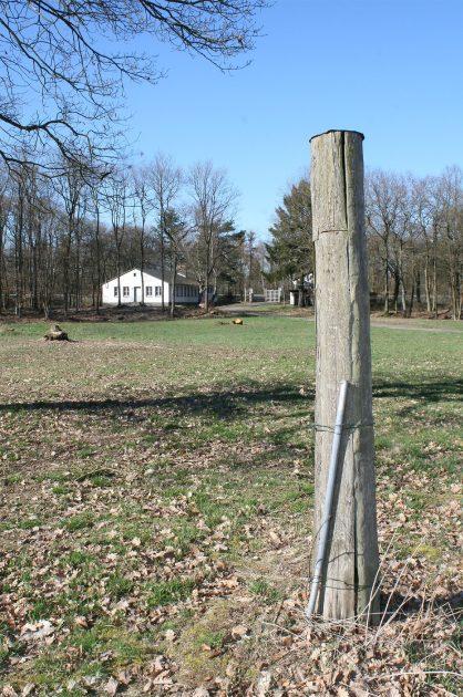 Markierung: Der einstige Holzpfahl war höher und stand in einer Grube.