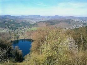 Blick auf das Gemündener Maar vom Dronke-Turm.
