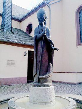 Willibrord-Statue in Waxweiler.