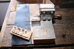 """Von Josef Pfeil selbst entwickeltes Werkzeug für die """"irischen Lochfallen""""."""