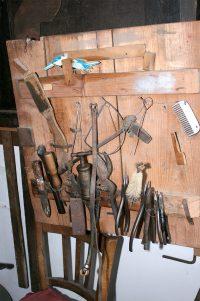 Die Zangen waren das wichtigste Handwerkszeug für den Mausefallenbauer.