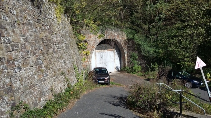 """Ehemaliger Zugang zum """"Regierungsbunker"""" zwischen Ahrweiler und Dernau, hier oberhalb von Marienthal."""