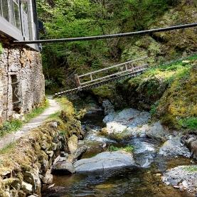 Enge Bachpassage an einer der Mühlen.