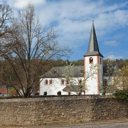 Die Klosterkirche St. Leodegar in Neiderehe.