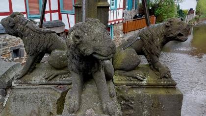 """Die vier Löwen auf der """"Nepomuk-Brücke""""."""