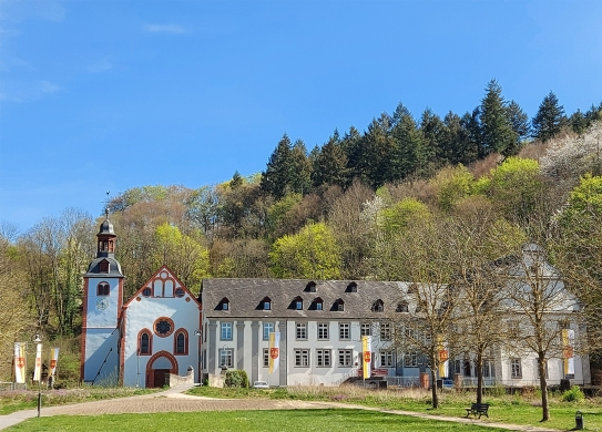 Die Abtei Sayn im Brexbachtal