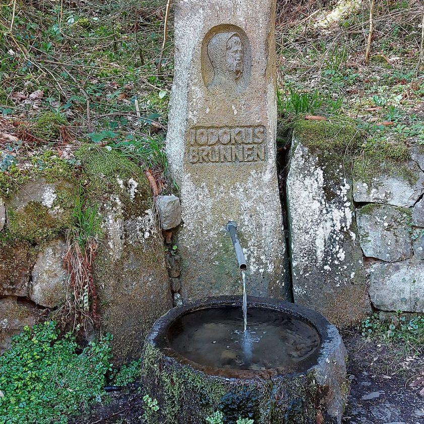 Jodokus-Brunnen am Wegesrand