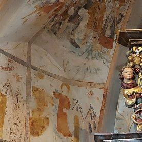 Malereien aus der Erbauungszeit der Kirche wurden bei Restaurierungen entdeckt.
