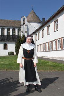 Äbtissin Sr. Gratia Adler OCSO vom Kloster Maria Frieden bei Dahlem.