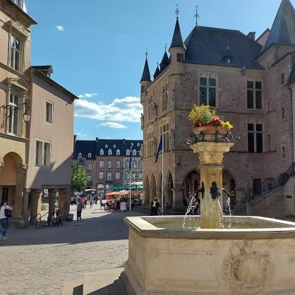 Echternach mit Blick auf das historische Rathaus.