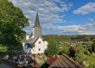 Blick auf die Pfarrkirche St. Matthias.
