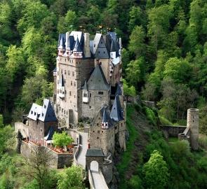 Burg Eltz von der Nordseite. Foto: D. Ritzenhofen, Münsremnaifeld.