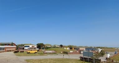 Flugplatz mit Theodor Wuppermann Biildungsstätte (JUBI).