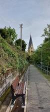Vallendar: Auf dem Meerbach und Pfarrkirche St. Marzellinus und Petrus.