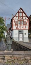 Vallendar: Nepomukstatue am Meerbach.