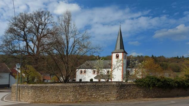 Klosterkirche Niederehe, Rundweg um Kerpen.