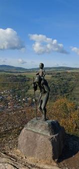 Auf dem Rheinsteig: Christophorus-Statue auf dem Rossstein.