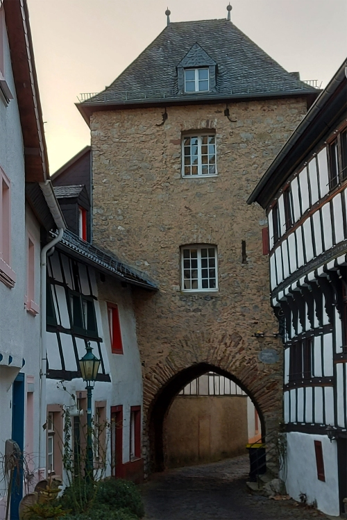 Das Hirtentor, erbaut 1404, ein Eingang zur Altstadt von Blankenheim.