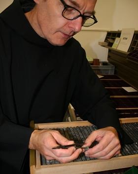 Glücksfall: Eine Druckerei in der Nähe von Wittlich wurde aufgelöst – die alten Bleilettern verschiedener Typographien schenkte der Besitzer der Buchbinderei der Abtei Maria Laach.
